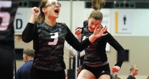 Setter Laura Willoughby (3) and fast middle Londyn Gartner are back for top 16s team Dynasty 16 Black Adidas